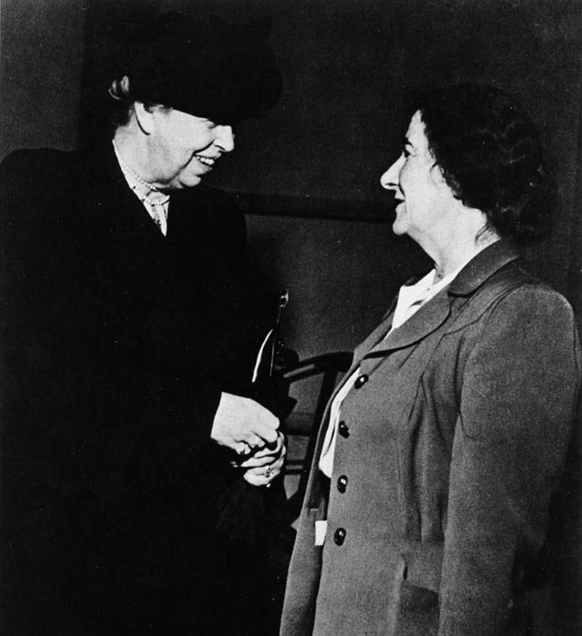1956.  Голда Меир с Элеонорой Рузвельт в ООН
