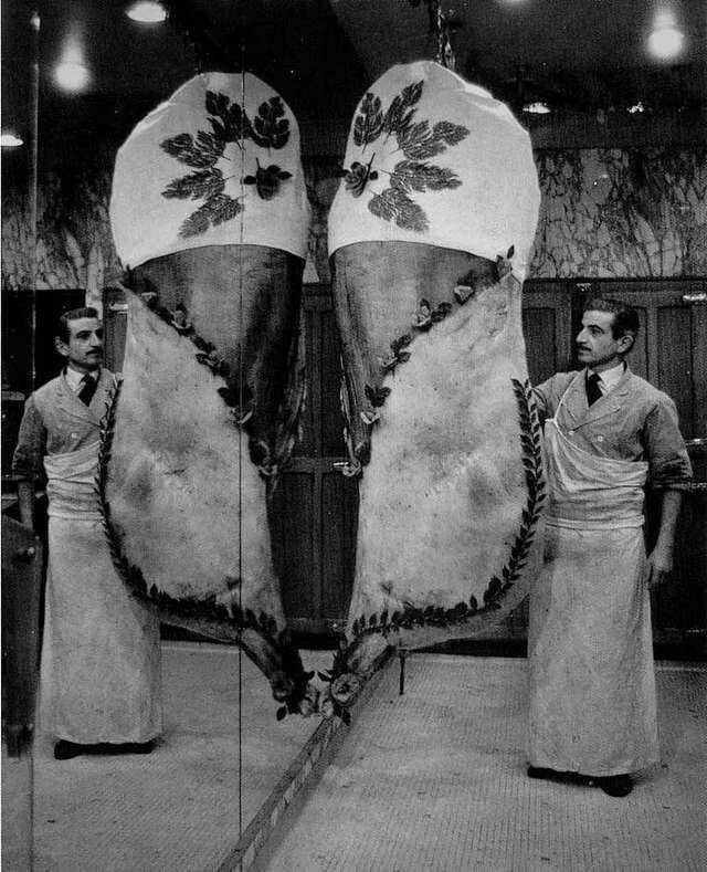 1966. Мясник с лошадиной тушей