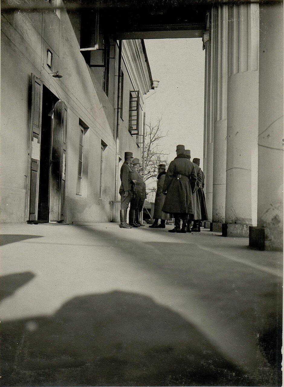 Острожец. Эрцгерцог Карл у входа в штаб 9 корпуса. 2 февраля 1916
