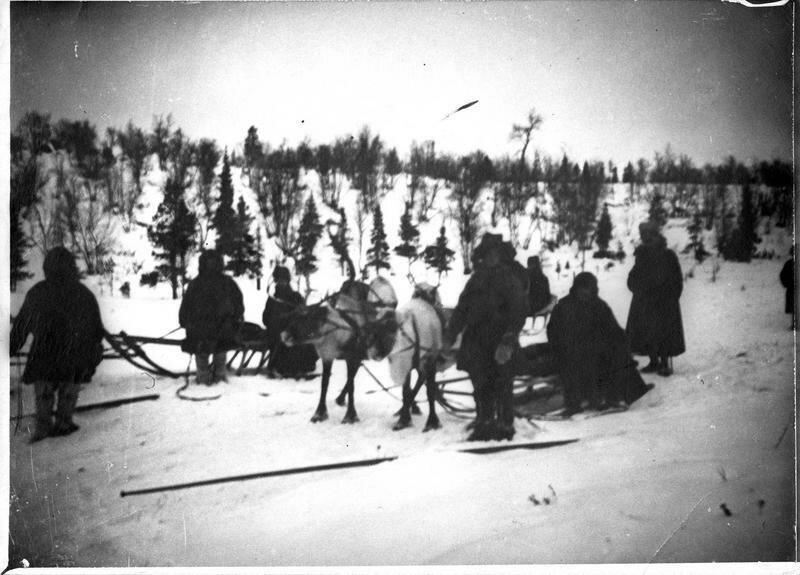 1918. Посол Жозеф Нуланс в санях, запряженных оленями
