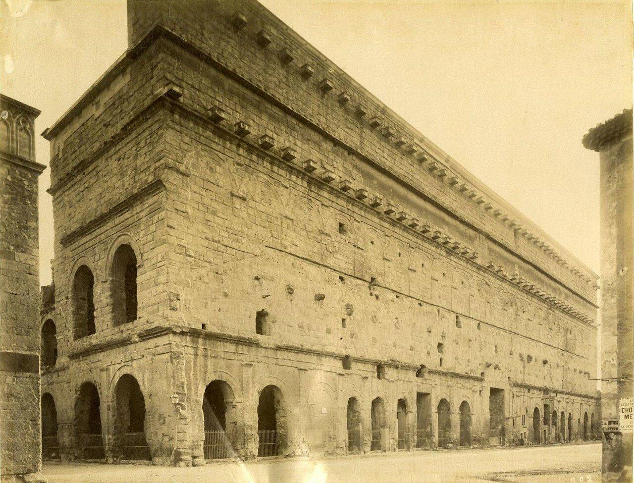 Амфитеатр. Фасад здания