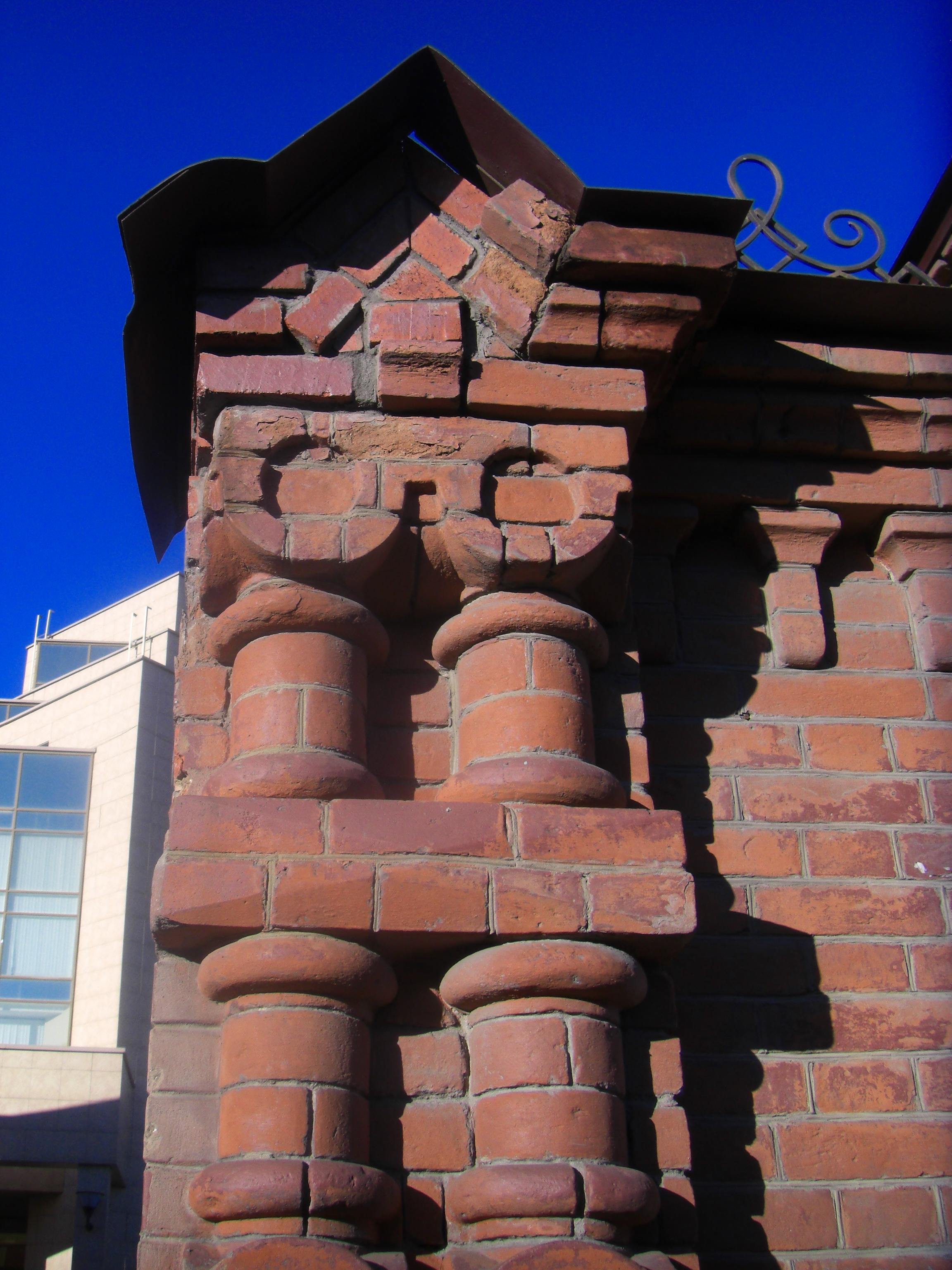 Элемент кирпичной кладки ворот  (10.11.2014)