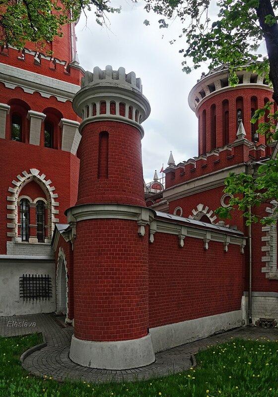 Башни и стены Петровского Путевого дворца