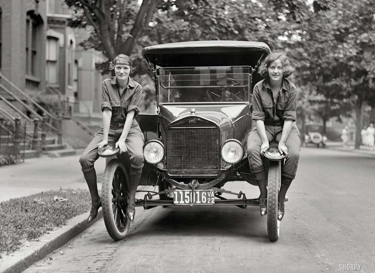 Автомобили и девушки начала 20-го века на снимках американских фотографов (22)