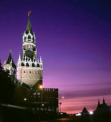 Фото 3. Spasskaya Tower.  The city is situated on seven hills.  On one of them is the Kremlin with its beautiful red...