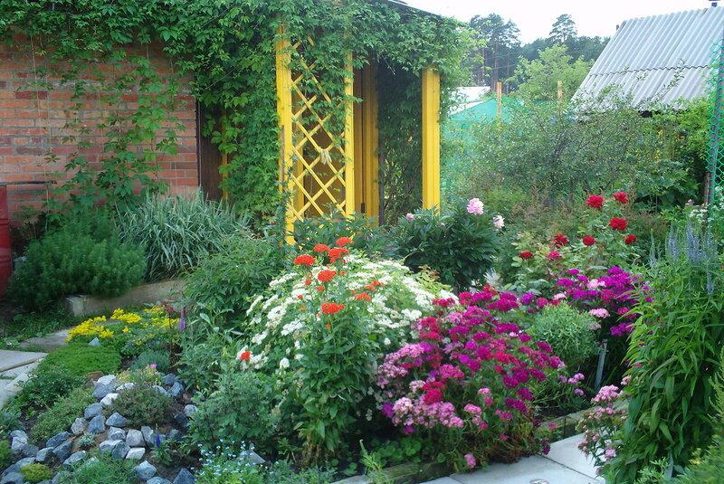Многоярусные цветники на даче Сайт о.