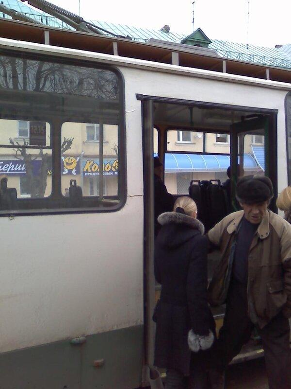 2011 года в троллейбусе,