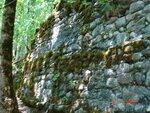 Стена заброшенной Черкесской крепости. Возраст около 800 лет.