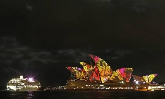 Свето цветовое шоу на фестивале в Сиднейском оперном театре. Фотографии