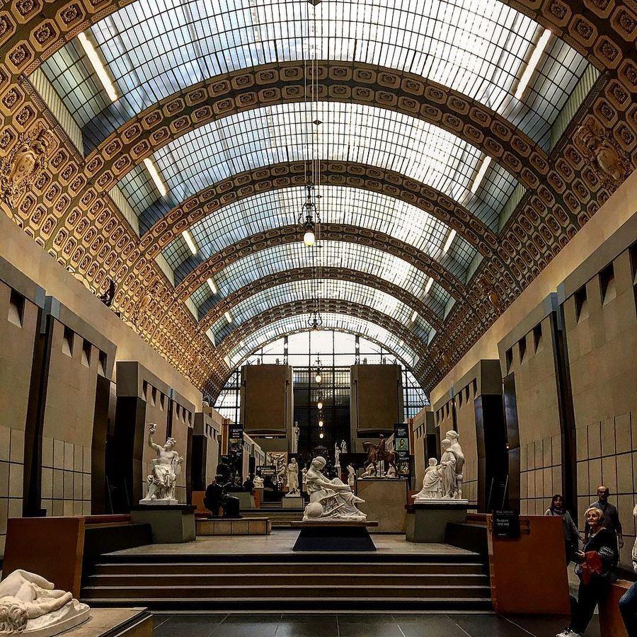 2. Музей Орсе (Париж, Франция) Коллекция музея располагается в здании бывшего железнодорожного вокза