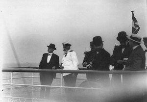 Морской  министр адмирал И.К. Григорович (второй слева)  в группе сотрудников французской миссии на палубе парохода в дни прибывания французского президента Раймона Пуанкаре в Петербурге.
