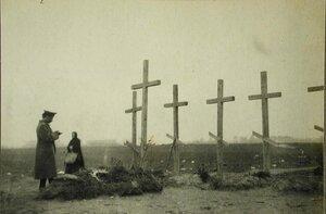Могилы русских офицеров, убитых в бою.