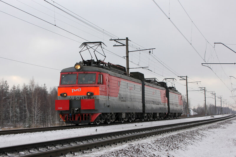 ВЛ11-527 в виде прикрытия перед Газотурбовозом
