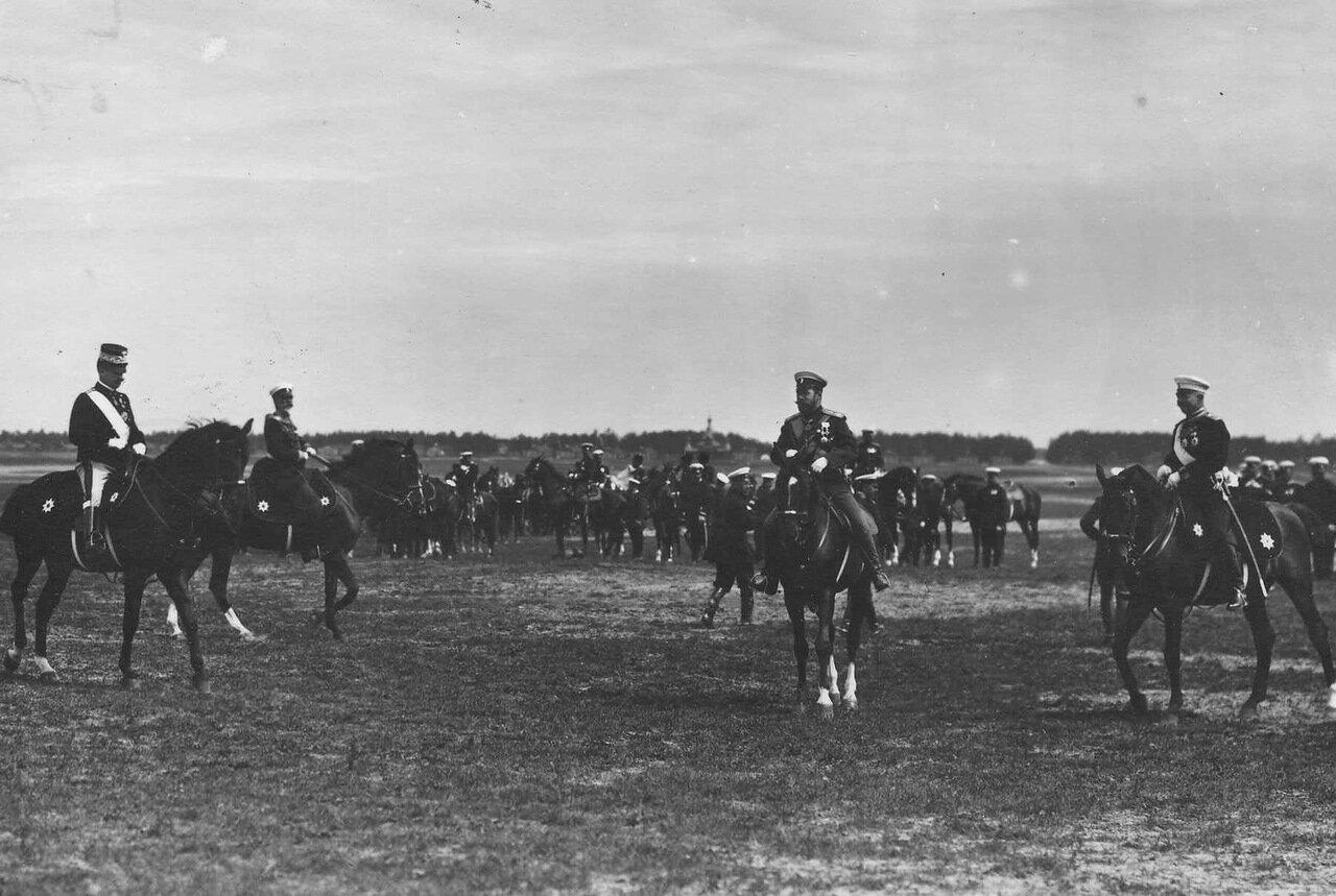 15. Император Николай II и итальянский король Виктор Эммануил III на параде
