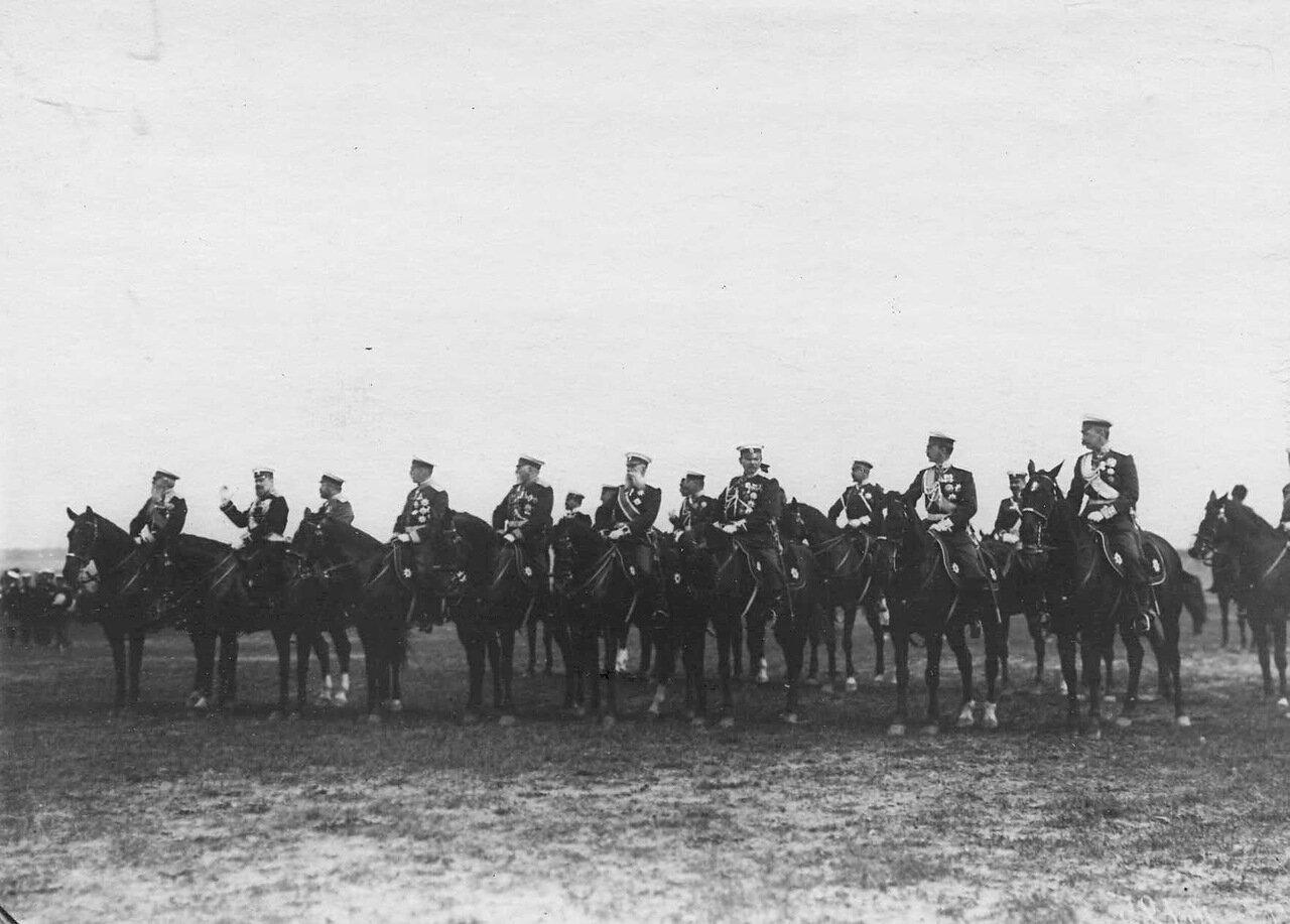 26. Группа генералов на параде в честь приезда итальянского короля Виктора Эммануила III