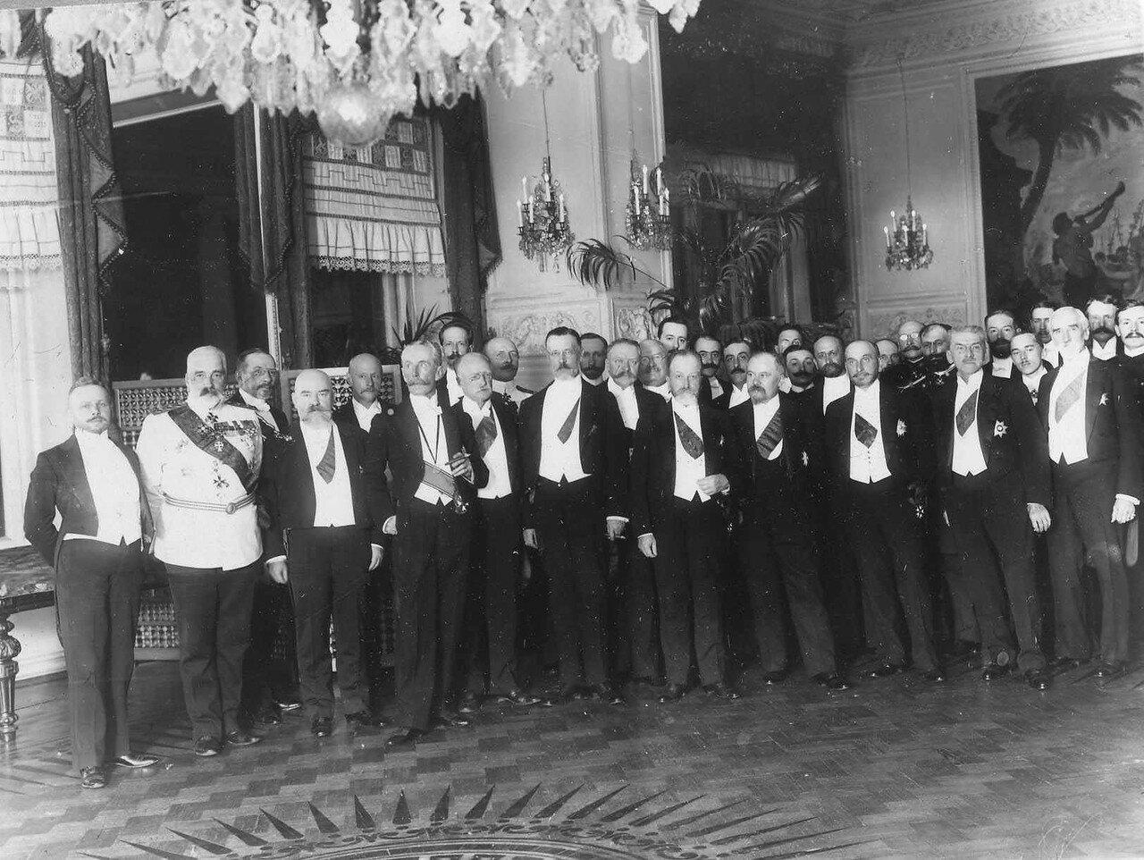 121. Президент Французской республики Пуанкаре Раймон и сопровождающие его лица в ресторане Кюба