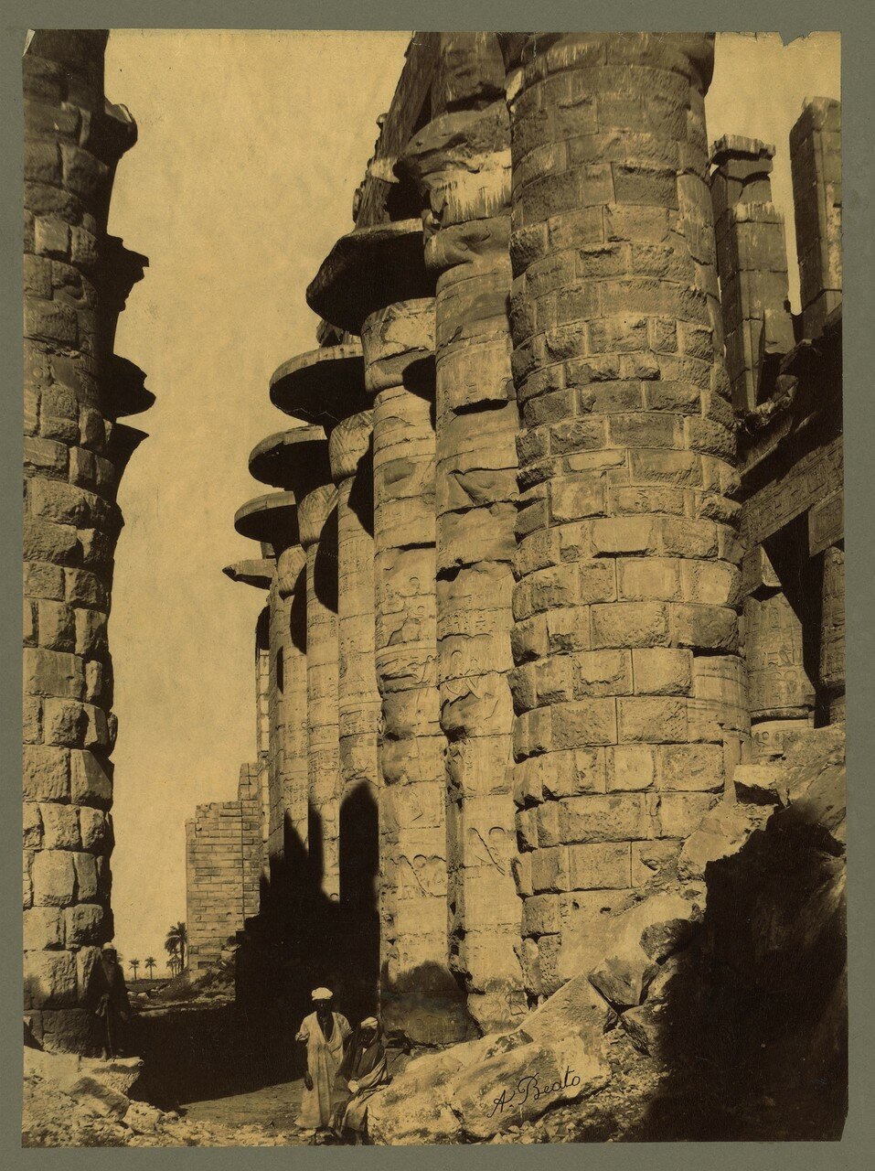 Карнак. Колоннада гипостильного зала, вид с юга