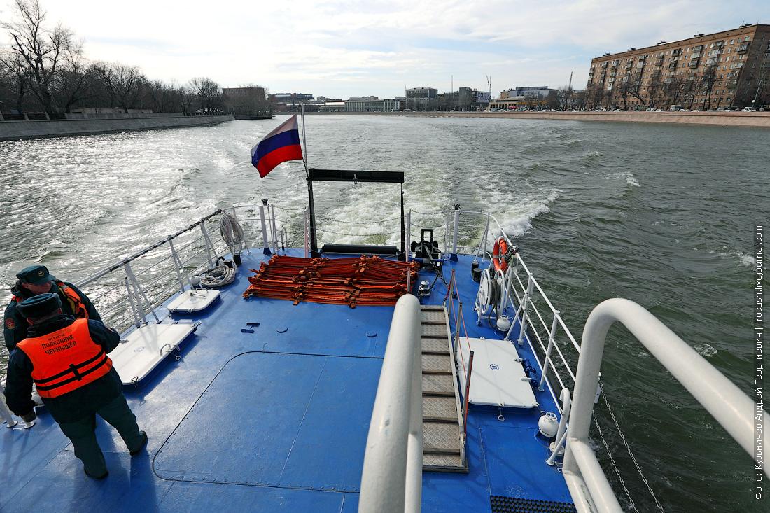 многоцелевой пожарно-спасательный корабль Полковник Чернышев корма боновые заграждения