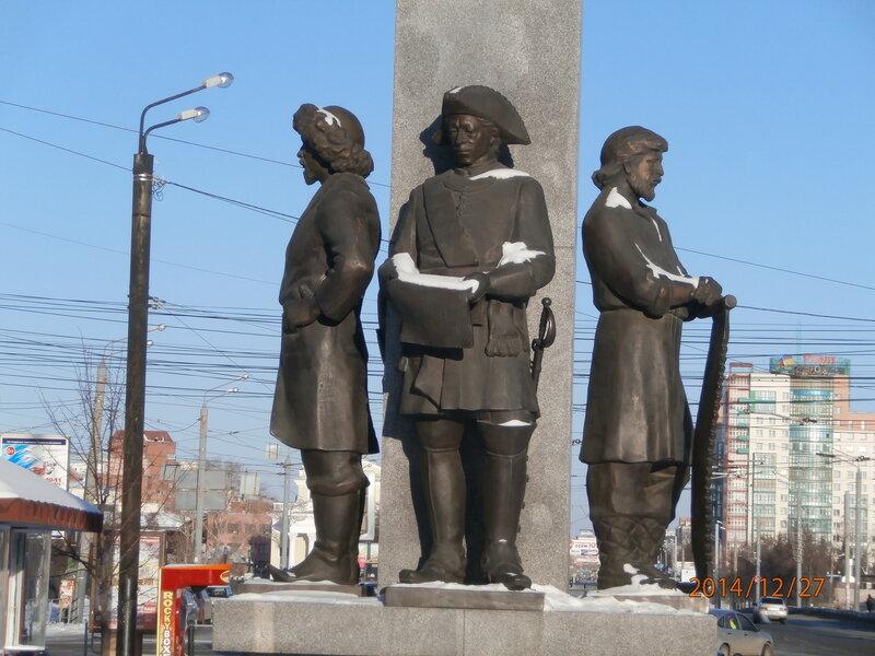 Памятник основателям города на ул. Кирова (2)
