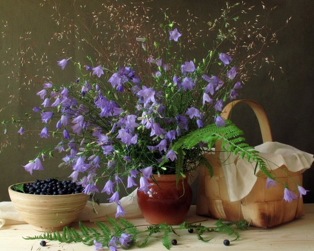 Nature___Flowers_____Still_life_with_bouquet_of_bells_083483_10.jpg