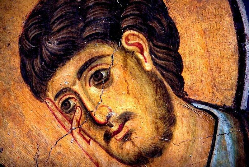 Распятие Христа. Фреска церкви Богородицы в Студенице, Сербия. 1208 - 1209 годы. Фрагмент. Апостол Иоанн Богослов.