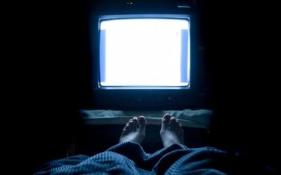 nochnye-bdeniya-pered-televizorom.jpg