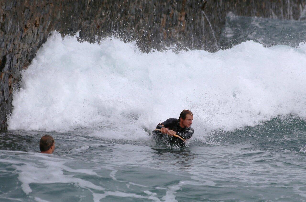 Доностия-Сан-Себастьян. сёрфинг на волнах Атлантики.