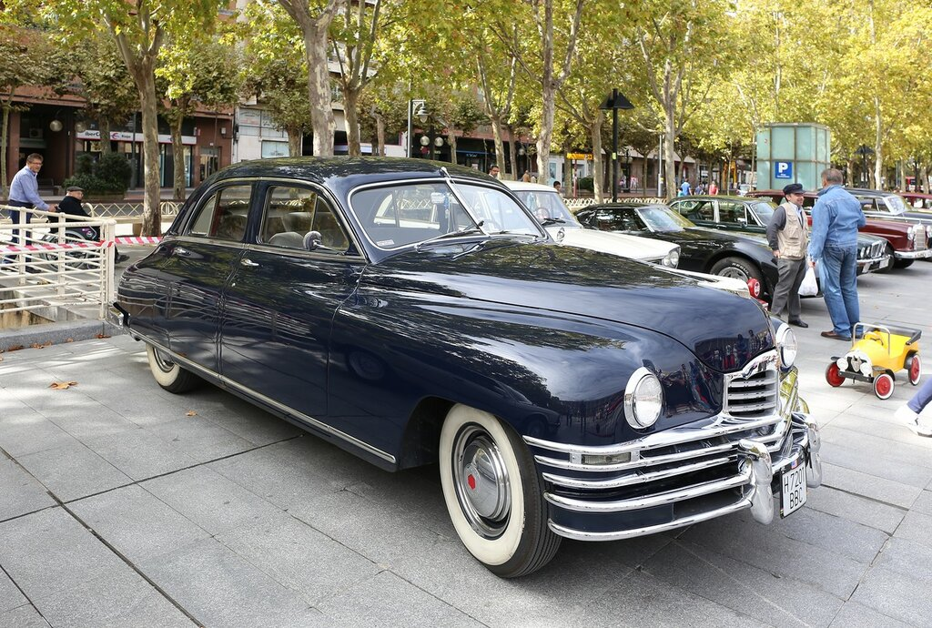 Парад ретрокаров в Логроньо.  Packard  Super Eight 1948