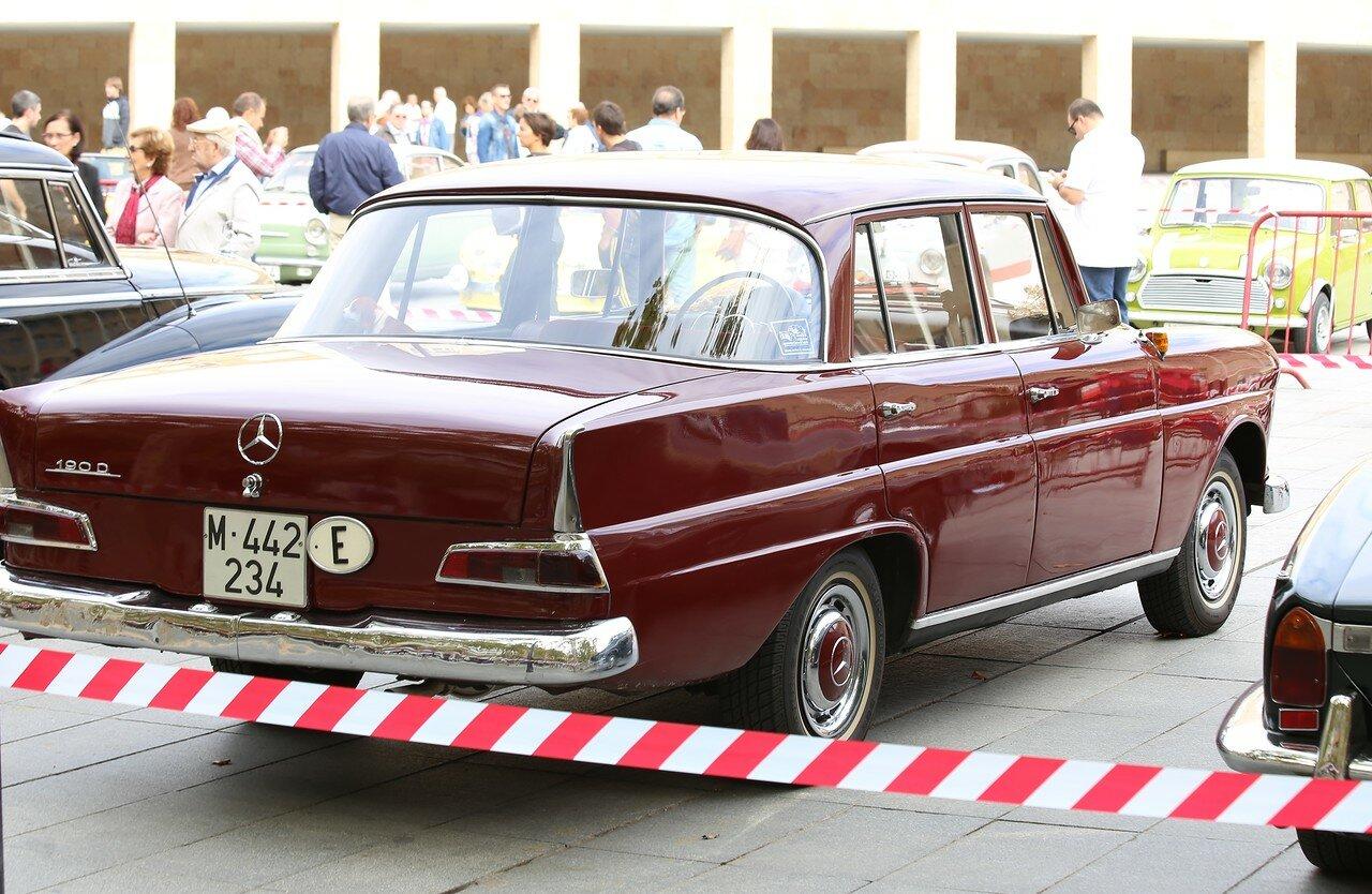 Парад ретроавтомобилей в Логроньо. Mercedes W111 (190)