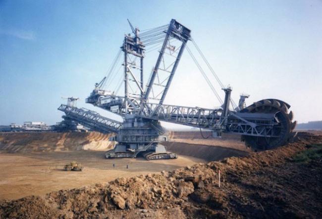 Bagger 288 — самый крупный сухопутный механизм в мире, который может перемещаться самостоятельно.