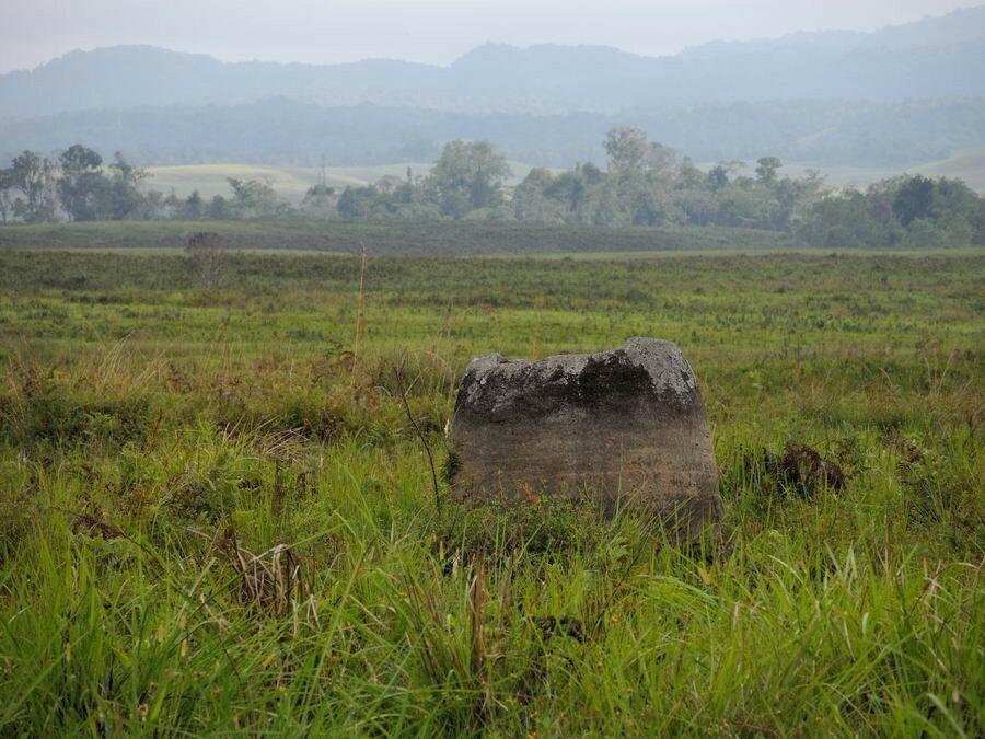 Каменные кувшины