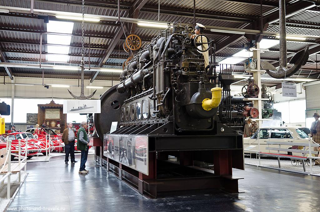 1. Дизельный двигатель подводной лодки в музее автомобилей и техники Зинсхайм. Интересные места в окрестностях Франкфурта. (фотоаппарат - Никон Д5100, объектив - AF-S DX Zoom-Nikkor 17-55mm f/2.8G IF-ED, 1/10 сек, 0 eV, приоритет диафрагмы, f/2.8, 24 мм, 100)