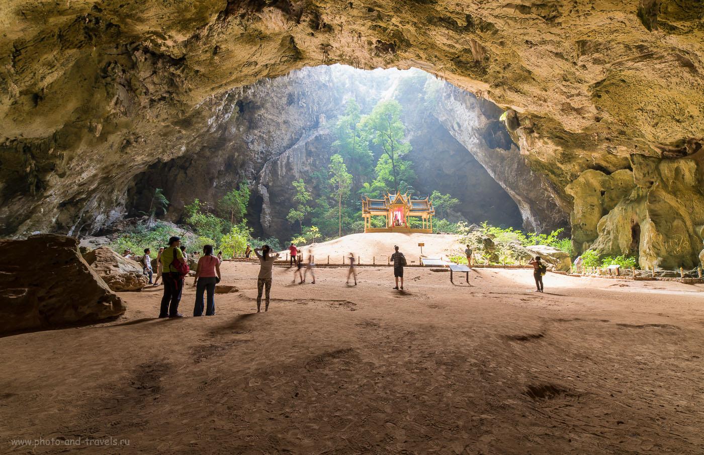 Снимок 15. Широкоугольный объектив Samyang 14/2.8 позволяет захватить в кадр огромное пространство. Отчет о самостоятельной экскурсии в пещеру Прайя Накхон (Phraya Nakhon cave) в окрестностях Хуахина.