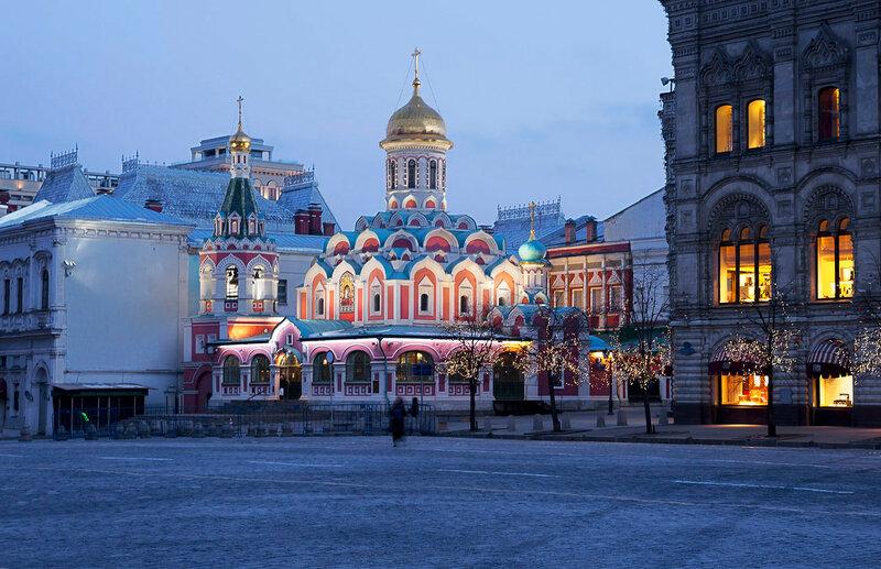 Утро у Казанского собора.