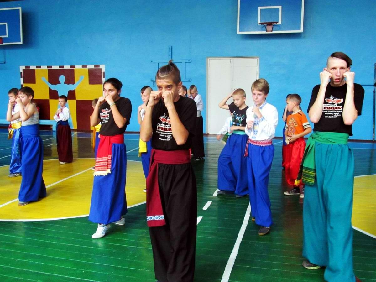 Квалификационный групповой экзамен в школе боевого гопака города Нетешин (Хмельницкая область) (08)