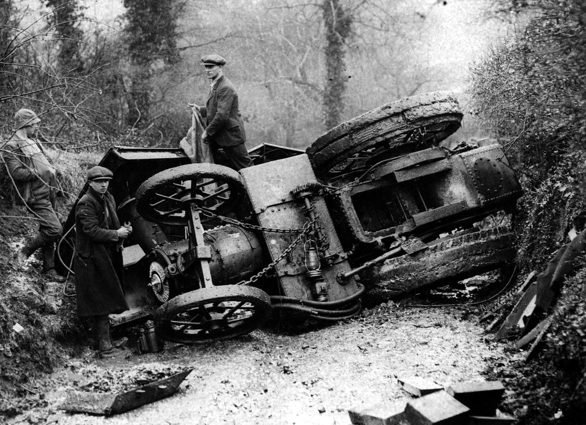 Автомобильные аварии в Лондоне и его окрестностях на фото 1-й половины 20 века (8)