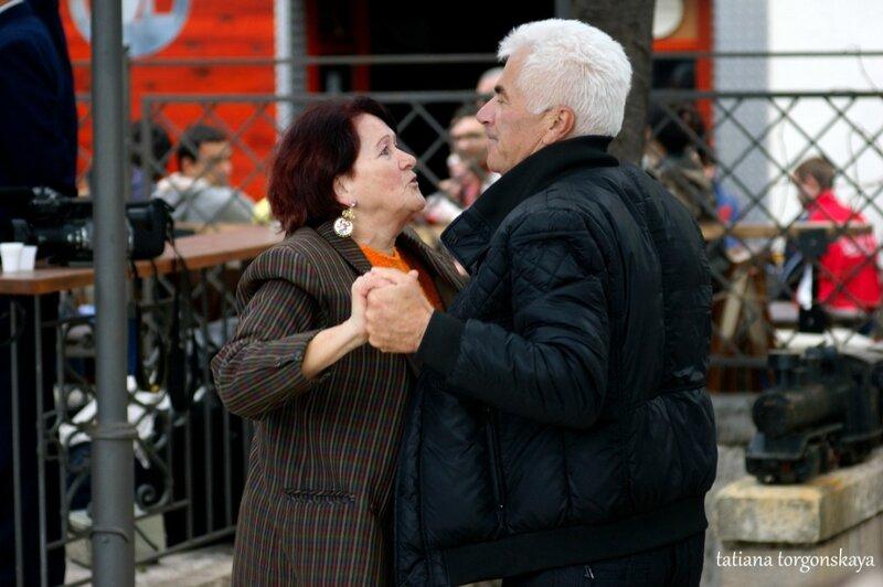 Танцы в Шквере