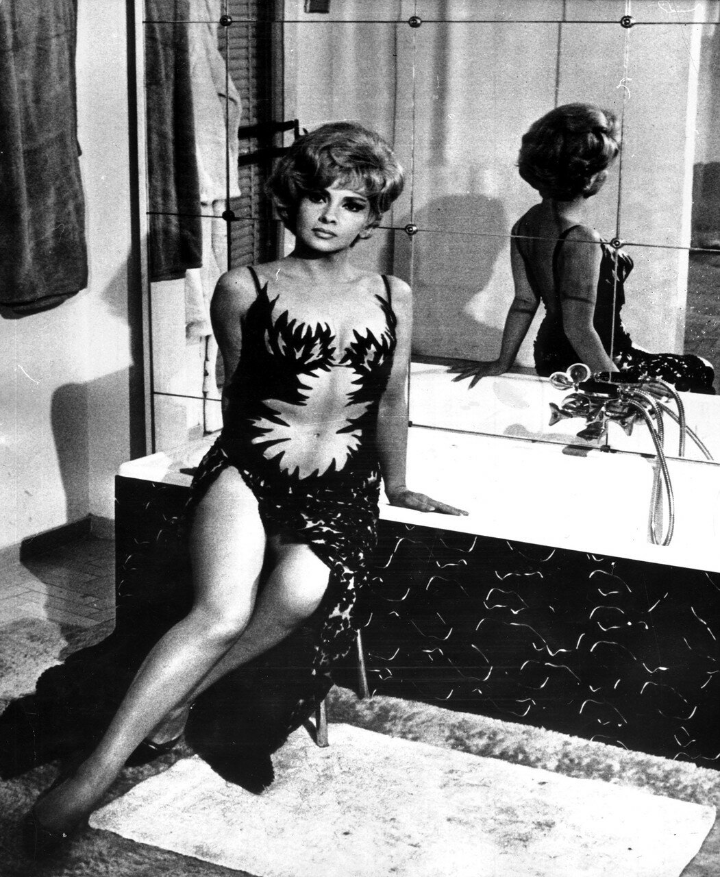 Gina LOLLOBRIGIDA im Film 'Die Puppen' 1965