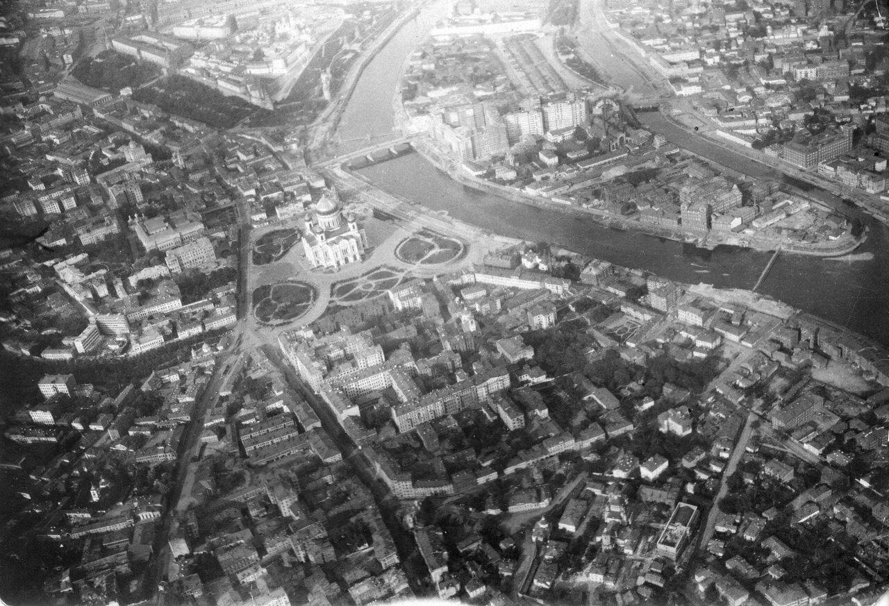 08. Вид на центр Москвы с Храмом Христа Спасителя не позднее 1931