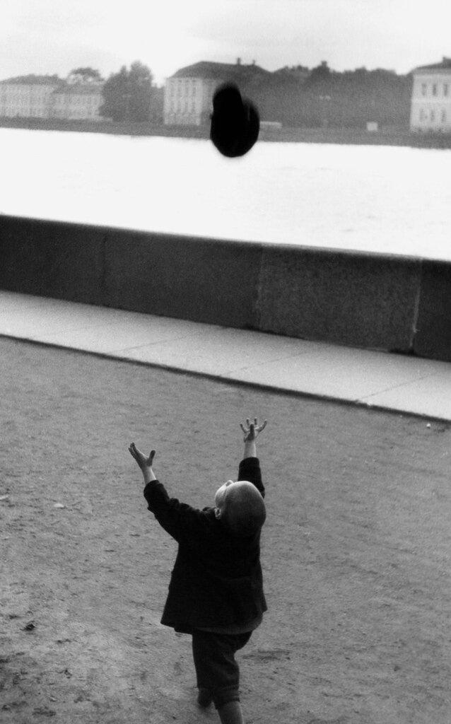 1959. Мальчик на набережной Невы