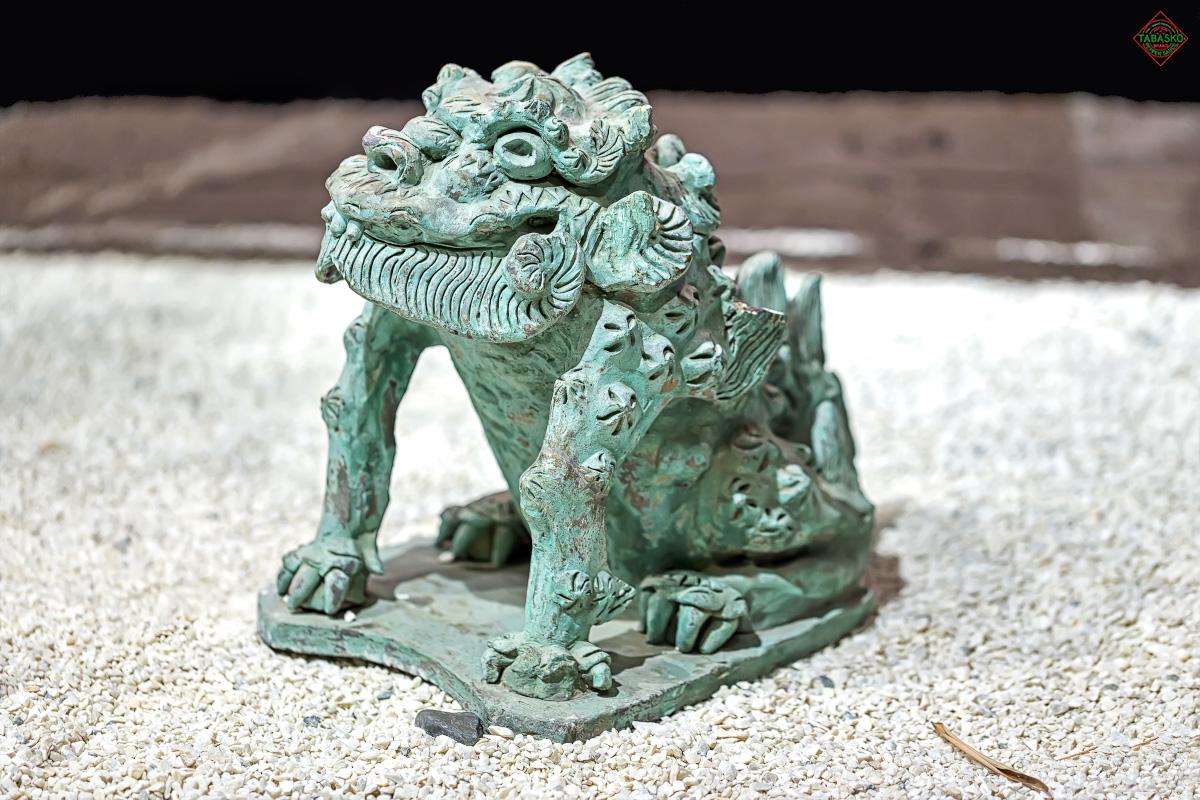 Необычная редкая фигура дракона, выполненная японским мастером из глины