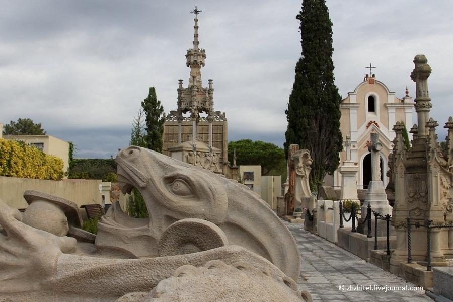 Надгробие в стиле модерн Памятник Скала с колотыми гранями Абакан