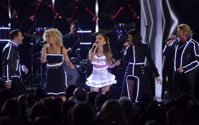 Певицы Ариана Гранде и Ники Минаж сияли на награждении MTV