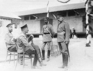 Группа офицеров на берегу в ожидании прибытия германского императора Вильгельма II.