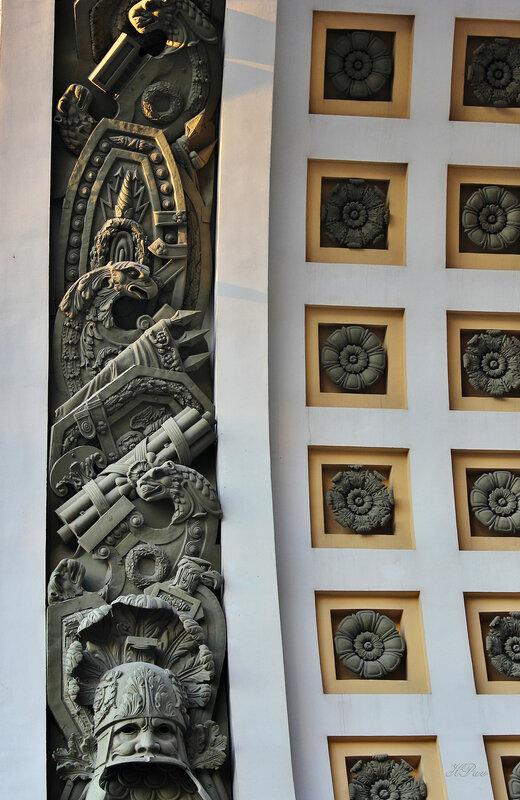 Барельеф на арке Главного штаба
