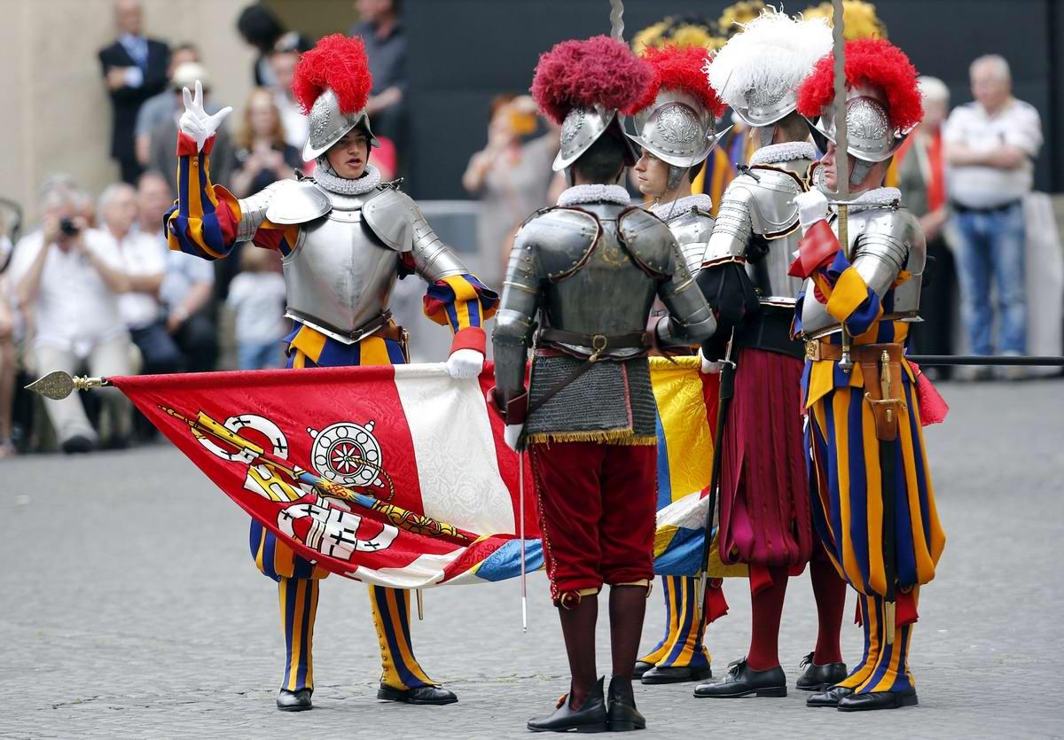 Швейцарская гвардия Ватикана: Новобранцы присягают на верность Папе Римскому (1)