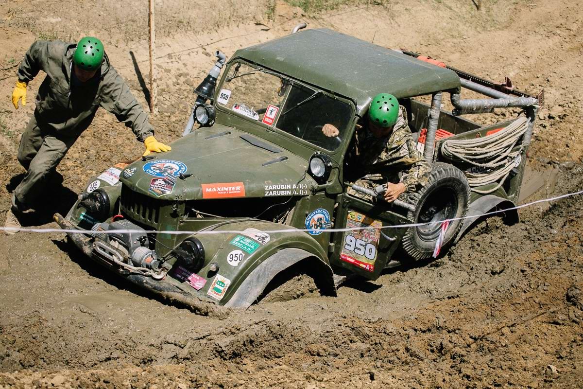 Джипы на танковом полигоне: гонки на выживание (1)