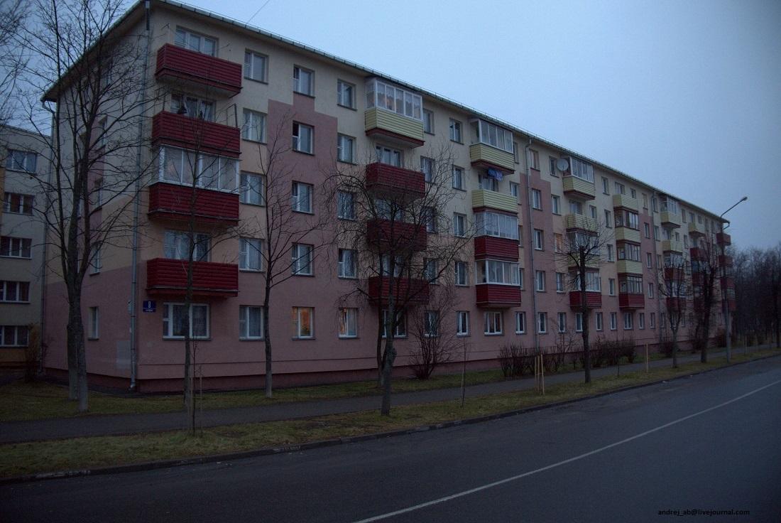 Панельный дом раскрасили в Новополоцке.