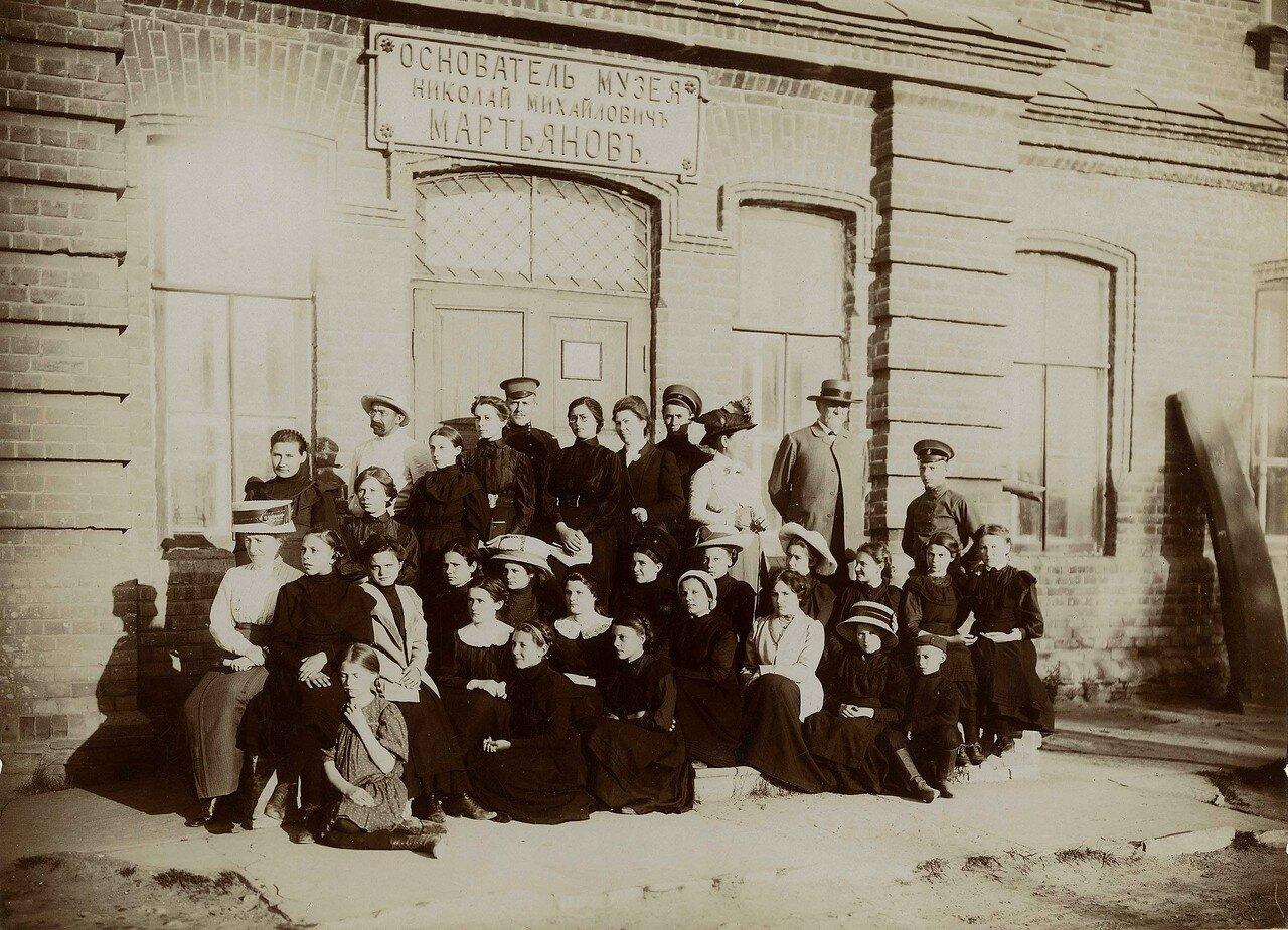 Первая экскурсия учениц Красноярской женской гимназии в г. Минусинск.1911, июнь
