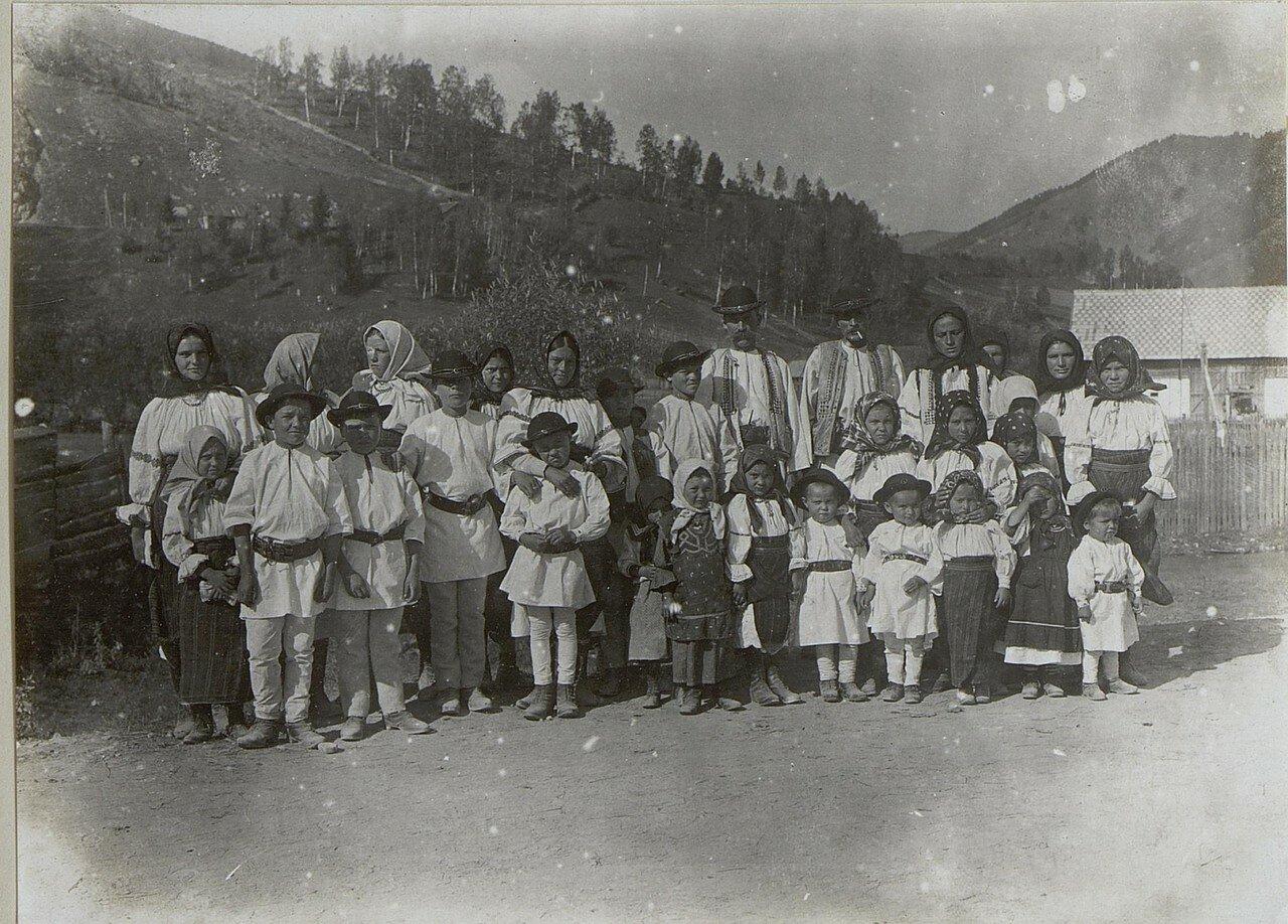 Бессарабия. Местное население после церковной службы